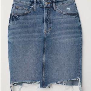 2/$60 🐚 H&M Asymmetrical Denim Skirt